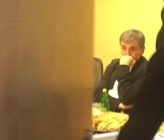 Προβληματισμένος ο Τσακαλώτος στη συνάντηση με Σόιμπλε