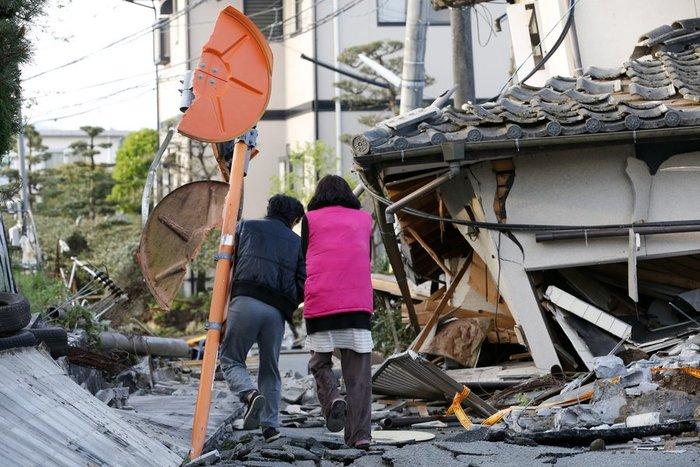 Εικοσιτρεις νεκροί, δεκάδες χιλιάδες άστεγοι από τους σεισμούς στην Ιαπωνία