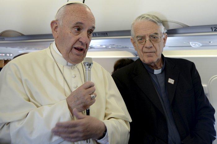 Καρέ - καρέ η επίσκεψη του Πάπα Φραγκίσκου στη Λέσβο - εικόνα 2