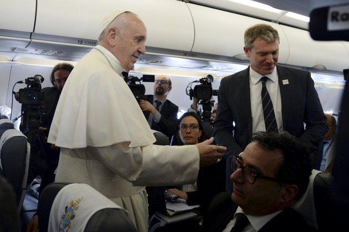 Καρέ - καρέ η επίσκεψη του Πάπα Φραγκίσκου στη Λέσβο - εικόνα 3