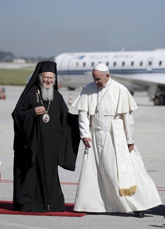 Καρέ - καρέ η επίσκεψη του Πάπα Φραγκίσκου στη Λέσβο - εικόνα 6