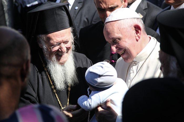 Καρέ - καρέ η επίσκεψη του Πάπα Φραγκίσκου στη Λέσβο - εικόνα 11