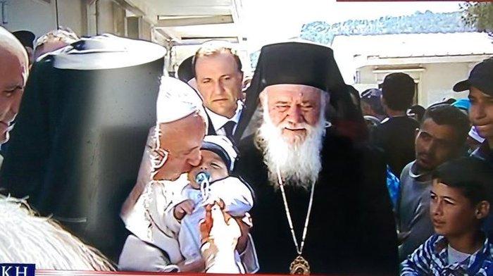 Καρέ - καρέ η επίσκεψη του Πάπα Φραγκίσκου στη Λέσβο - εικόνα 13