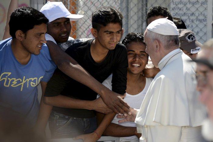 Καρέ - καρέ η επίσκεψη του Πάπα Φραγκίσκου στη Λέσβο - εικόνα 14