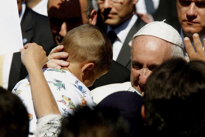 Καρέ - καρέ η επίσκεψη του Πάπα Φραγκίσκου στη Λέσβο - εικόνα 16