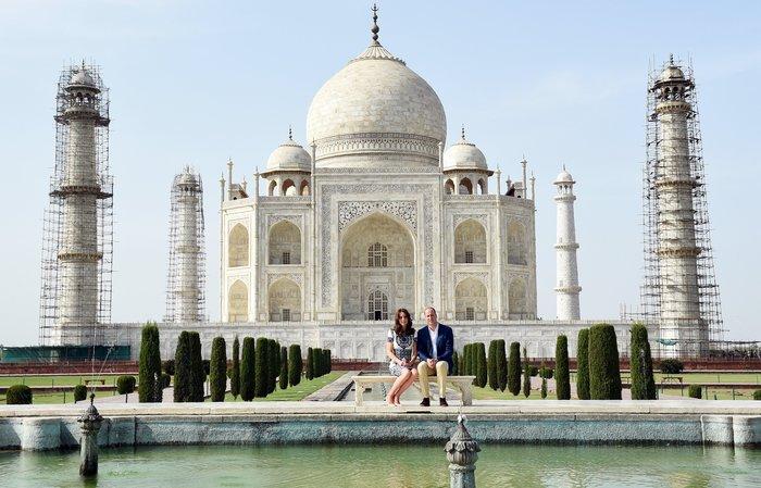 Γουίλιαμ και Κέιτ στο Ταζ Μαχάλ, 24 χρόνια μετά τη θρυλική φωτό της Νταϊάνα