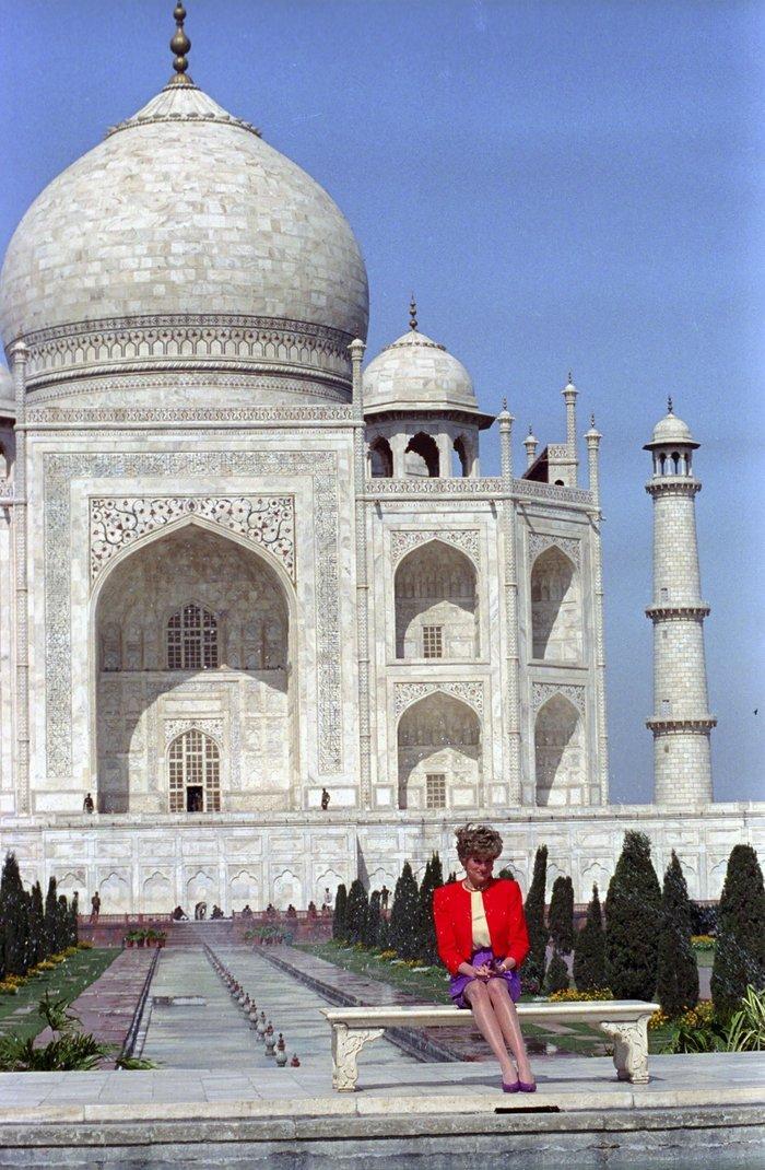 Γουίλιαμ και Κέιτ στο Ταζ Μαχάλ, 24 χρόνια μετά τη θρυλική φωτό της Νταϊάνα - εικόνα 2