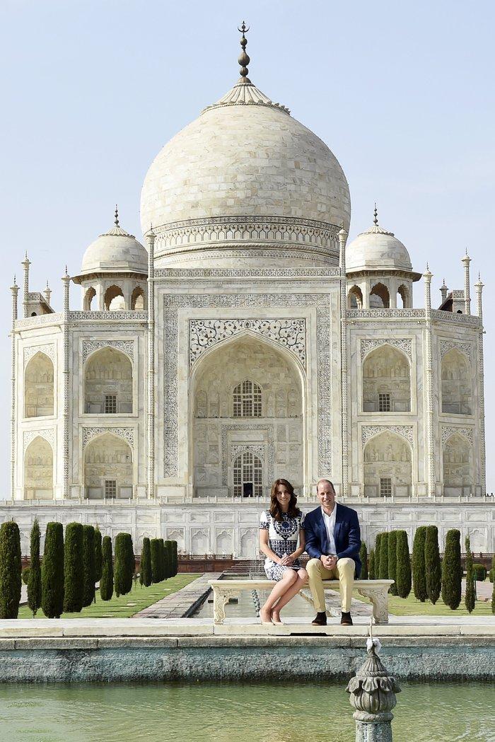 Γουίλιαμ και Κέιτ στο Ταζ Μαχάλ, 24 χρόνια μετά τη θρυλική φωτό της Νταϊάνα - εικόνα 4