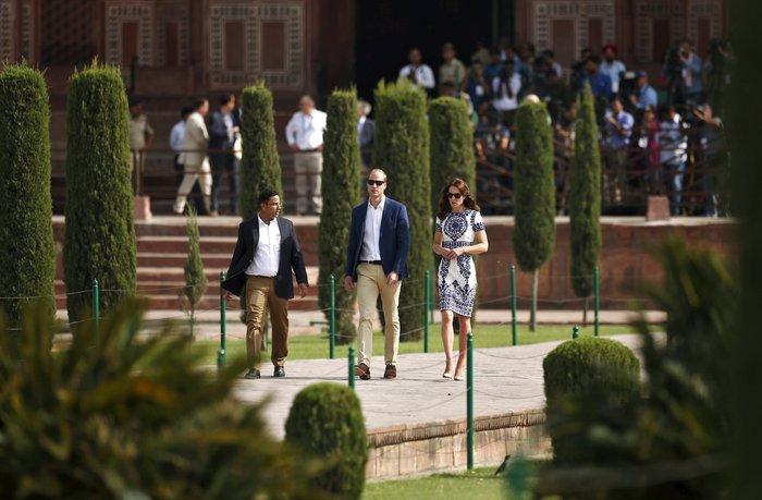 Γουίλιαμ και Κέιτ στο Ταζ Μαχάλ, 24 χρόνια μετά τη θρυλική φωτό της Νταϊάνα - εικόνα 15