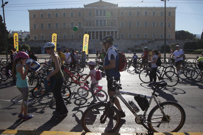 «Πλημμύρισε» ποδήλατα το κέντρο της Αθήνας - εικόνα 6