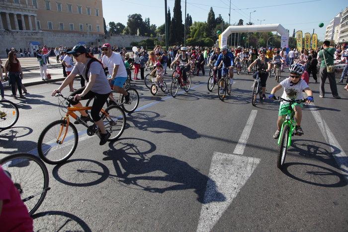 «Πλημμύρισε» ποδήλατα το κέντρο της Αθήνας - εικόνα 7