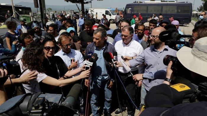 Θεοδωράκης στην Ειδομένη: Τα πράγματα είναι τραγικά - εικόνα 5