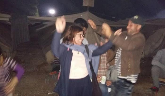 Βουλευτής του ΣΥΡΙΖΑ έστησε χορό με τους πρόσφυγες στη Ριτσώνα