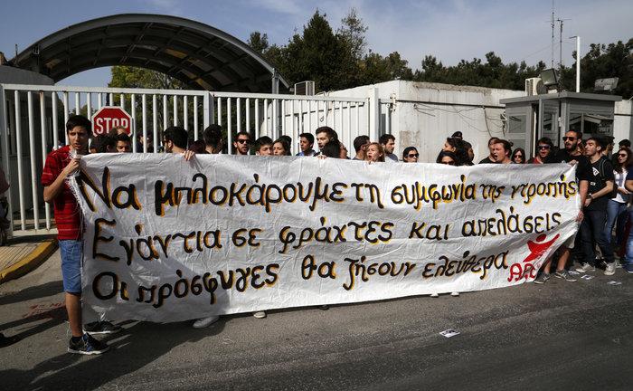Συνθήματα και προσαγωγές στο Προστασίας του Πολίτη για το προσφυγικό - εικόνα 2