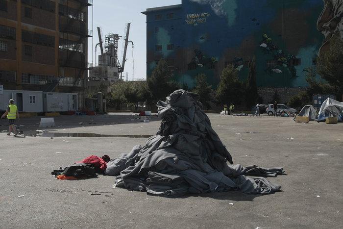 Εσωτερικές μετακινήσεις προσφύγων στο λιμάνι του Πειραιά