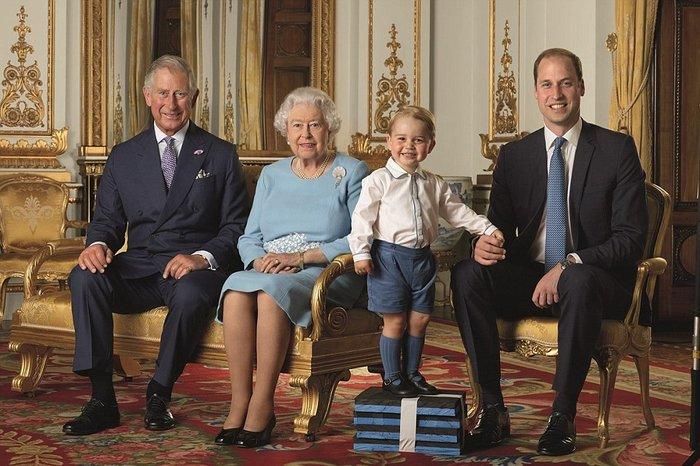 Ο πρίγκιπας Τζορτζ ποζάρει για το πρώτο του γραμματόσημο και γράφει ιστορία - εικόνα 2