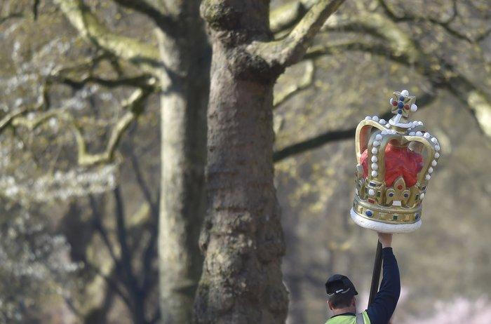 God save the queen: Η Ελισάβετ κλείνει τα 90 στο απόγειο της δημοφιλίας της - εικόνα 7