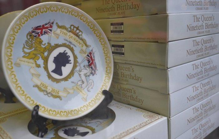 God save the queen: Η Ελισάβετ κλείνει τα 90 στο απόγειο της δημοφιλίας της - εικόνα 8