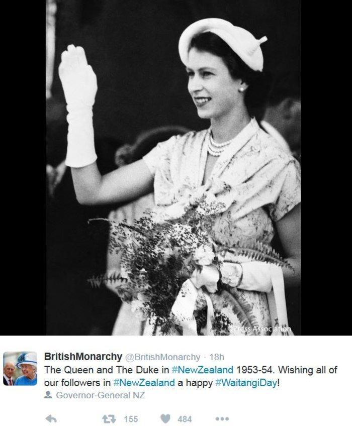 God save the queen: Η Ελισάβετ κλείνει τα 90 στο απόγειο της δημοφιλίας της