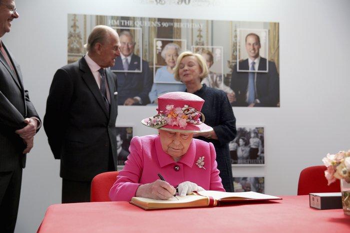 God save the queen: Η Ελισάβετ κλείνει τα 90 στο απόγειο της δημοφιλίας της - εικόνα 2