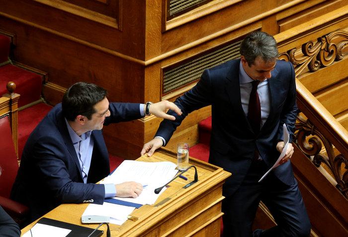 Τι είπαν «μυστικά» Τσίπρας και Μητσοτάκης στο έδρανο της Βουλής - εικόνα 2