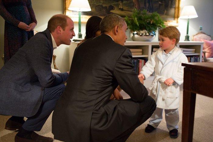Εκλεψε την παράσταση ο μικρός Γεώργιος με ρόμπα γνωρίζοντας τον  Ομπάμα