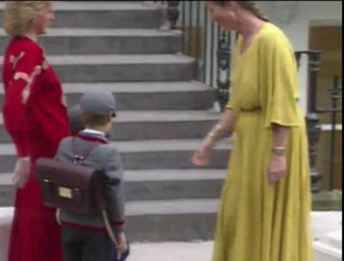 Σπάνιο βίντεο: Η Νταϊάνα πάει σχολείο τους μικρούς Ουίλιαμ και Χάρι - εικόνα 2