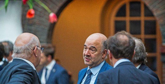 Ο Πιερ Μοσκοβισί μαζί με τον γάλλο υπουργό Οικονομικών Μισέλ Σαπέν