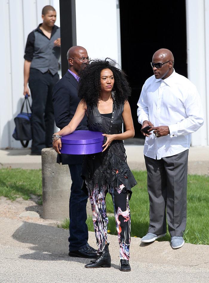 Aποτεφρώθηκε η σορός του Prince- Εικόνες από την τελετή - εικόνα 4
