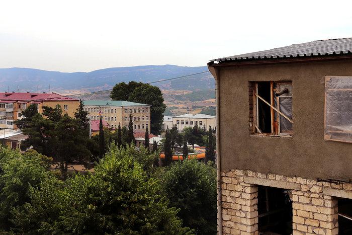 Η θέα από το παράθυρο του ξενοδοχείου μας στο Στεπαναγκέρτ, την πρωτεύουσα του Ναγκόρνο Καραμπάχ.