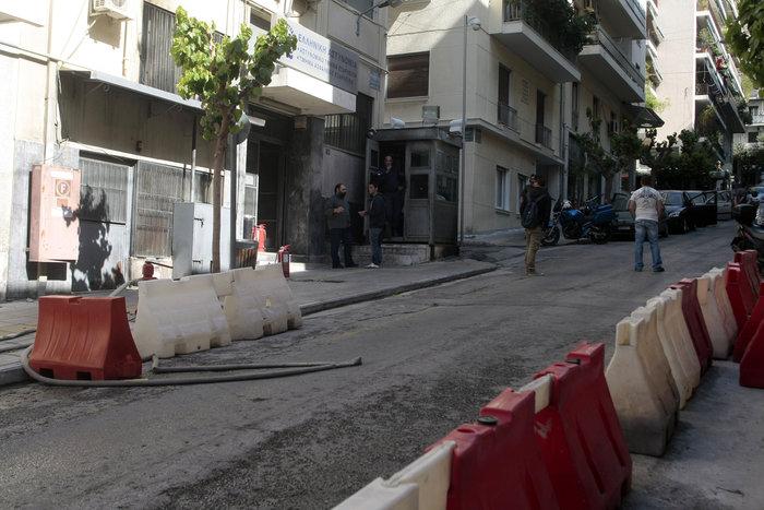 Επίθεση αντιεξουσιαστών στο ΑT Εξαρχείων με μολότωφ & βαριοπούλες