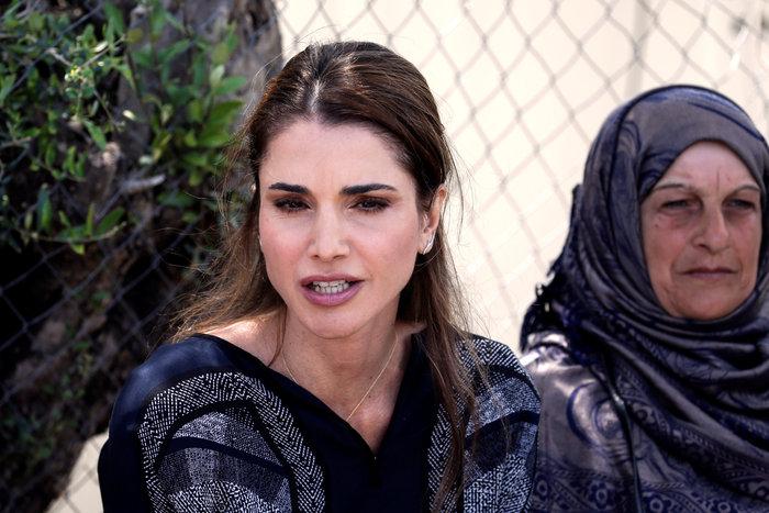 Η Βασίλισσα Ράνια από τη Λέσβο: Κανείς δεν επιλέγει να γίνει πρόσφυγας - εικόνα 4