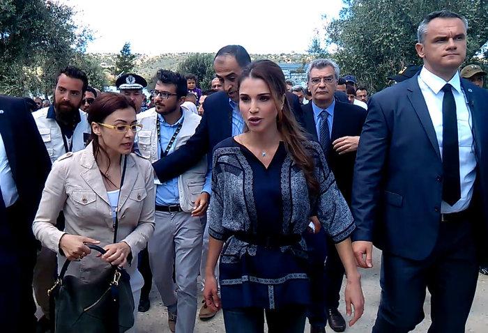 Η Βασίλισσα Ράνια από τη Λέσβο: Κανείς δεν επιλέγει να γίνει πρόσφυγας - εικόνα 5