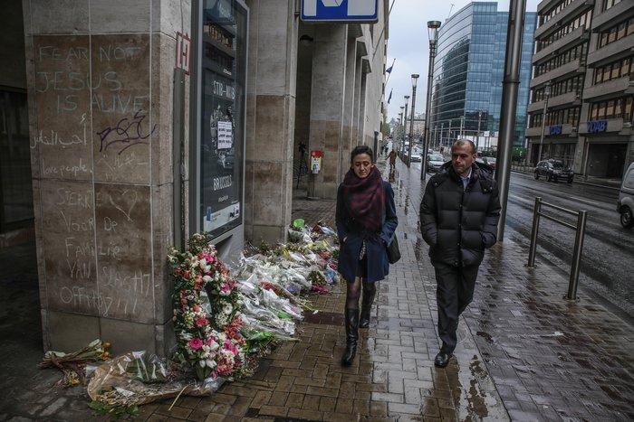 Συγκινητικές εικόνες:Ανοίγει ξανά ο σταθμός Μάλμπεκ μετά τις επιθέσεις - εικόνα 8