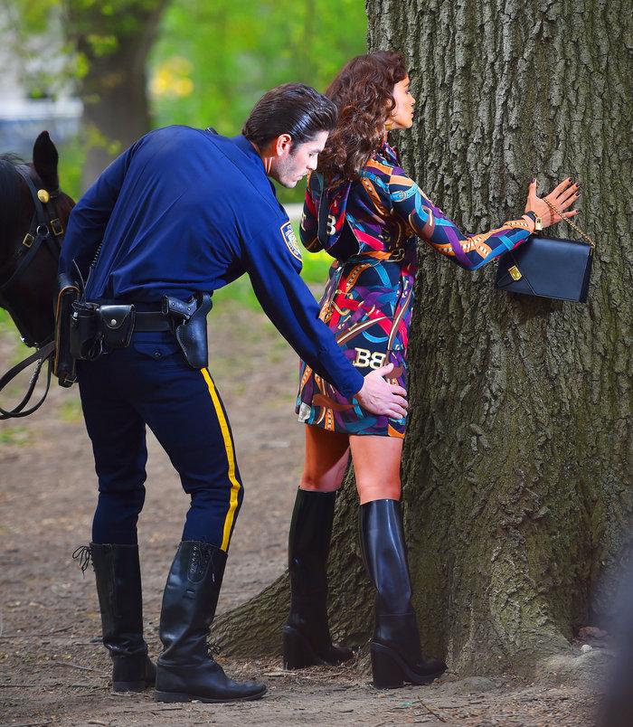 Το backstage της φωτογράφησης της εκθαμβωτικής Ιρίνα Σάικ για τη Vogue - εικόνα 8