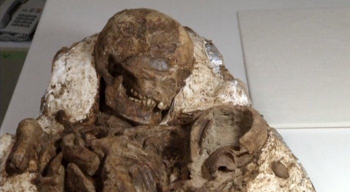 Μητέρα και βρέφος αγκαλιασμένοι εδώ και 4.800 χρόνια - εικόνα 3