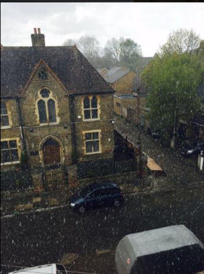 Ξαφνική χιονόπτωση στο Λονδίνο