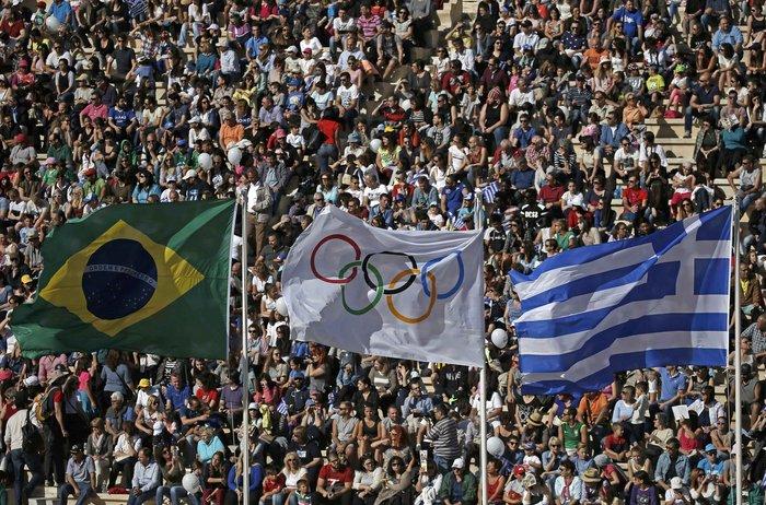 Ξεκίνησε η τελετή παράδοσης της Ολυμπιακής Φλόγας - εικόνα 8