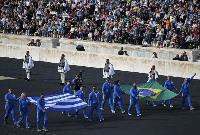 Ξεκίνησε η τελετή παράδοσης της Ολυμπιακής Φλόγας - εικόνα 2