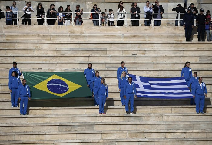 Ξεκίνησε η τελετή παράδοσης της Ολυμπιακής Φλόγας - εικόνα 3