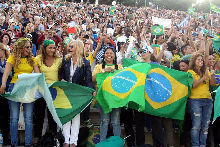 Η Ολυμπιακή Φλόγα ξεκίνησε το ταξίδι της για Ρίο [εικόνες] - εικόνα 4
