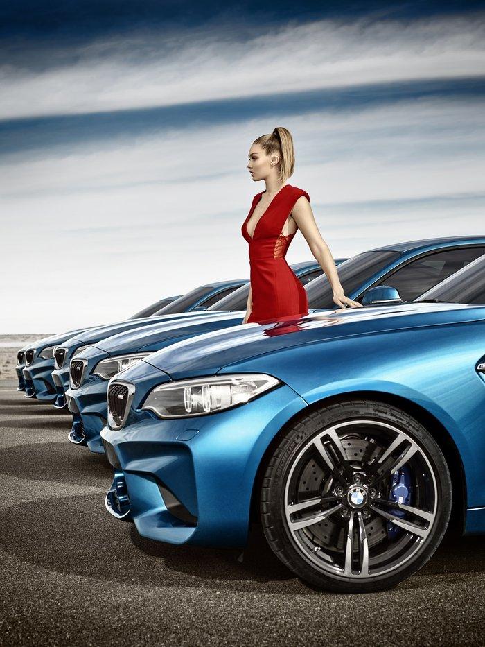 Μπορείς να βρεις σε πια BMW M2 coupe είναι η Gigi Hadid; - εικόνα 2