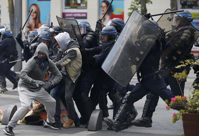 Bίαια επεισόδια στη Γαλλία για τις αλλαγές στα εργασιακά - εικόνα 6