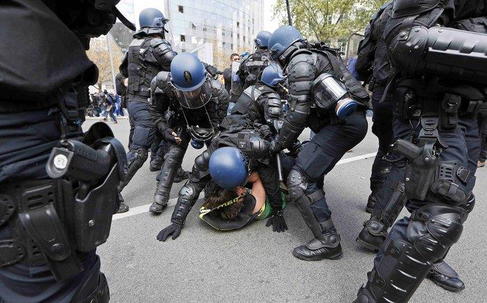 Ξύλο και συλλήψεις σε νέες διαδηλώσεις στη Γαλλία για τα εργασιακά - εικόνα 2