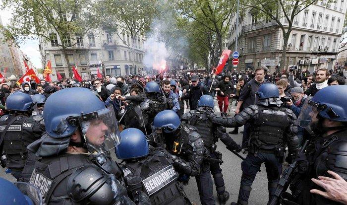 Ξύλο και συλλήψεις σε νέες διαδηλώσεις στη Γαλλία για τα εργασιακά - εικόνα 4