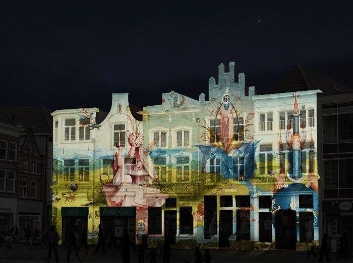 Η πόλη τη νύχτα με προβολές έργων του Μπος