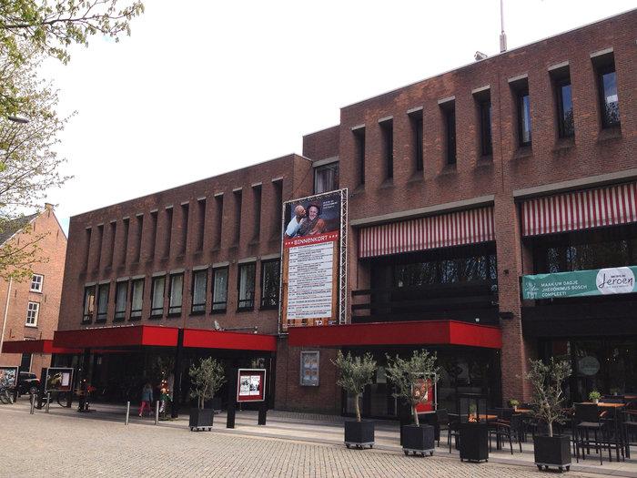 Το θέατρο της πόλης. Και εδώ πολλές εκδηλώσεις