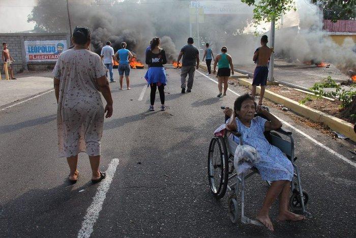 Εικόνες χάους με επεισόδια και λεηλασίες στη Βενεζουέλα - εικόνα 4