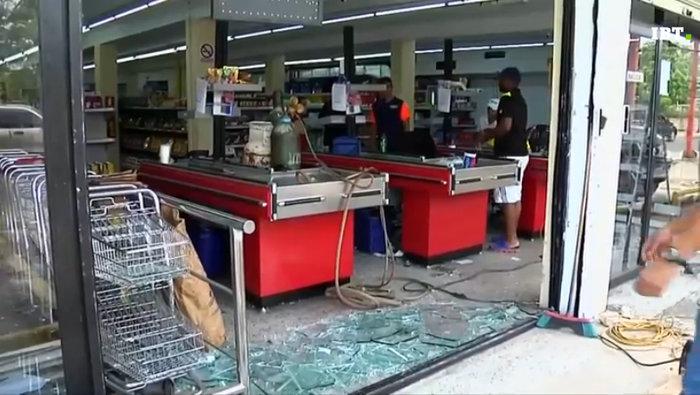 Εικόνες χάους με επεισόδια και λεηλασίες στη Βενεζουέλα - εικόνα 3