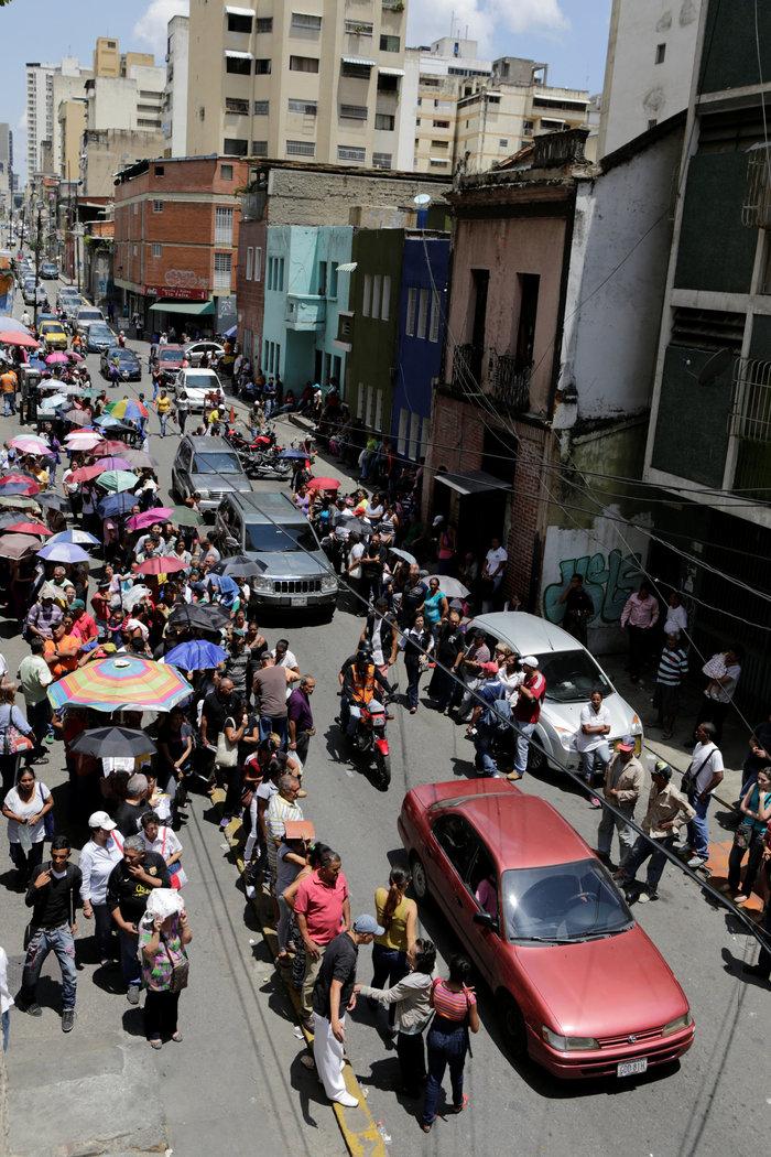 Εικόνες χάους με επεισόδια και λεηλασίες στη Βενεζουέλα - εικόνα 6